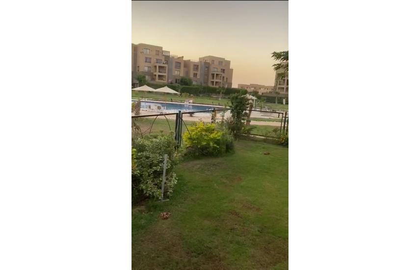 للبيع شقة دور ارضى بحديقة بالم باركس على المسطحات الخضراء