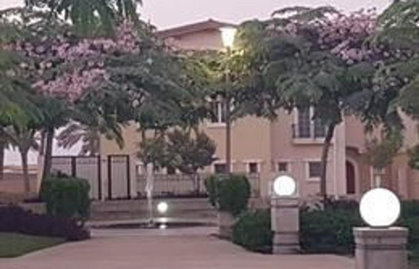Standalone villa for sale in HydePark new cairo730m