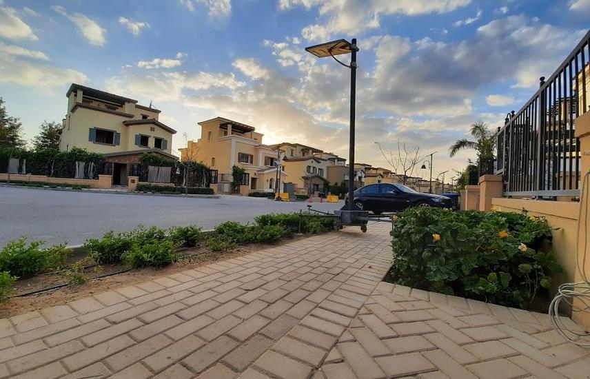 Villa 680 m in Mivida _ prime location _ Bahary