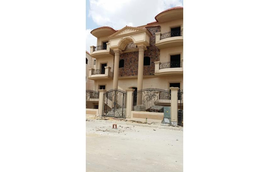 Distinctive villa in October for sale