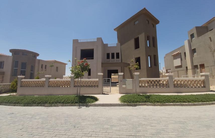 Overlooking Elgezira club villa for sale in Palm Hills / Newgiza