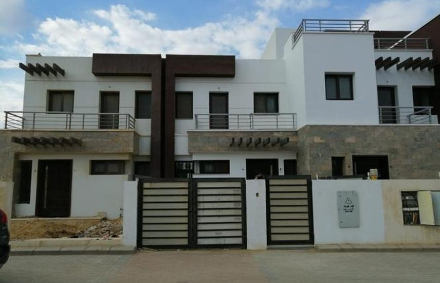 Townhouse semi finished 160m in Mall View 2800000