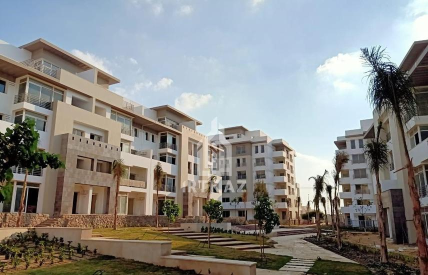Apartment with facilities over 6 years resale