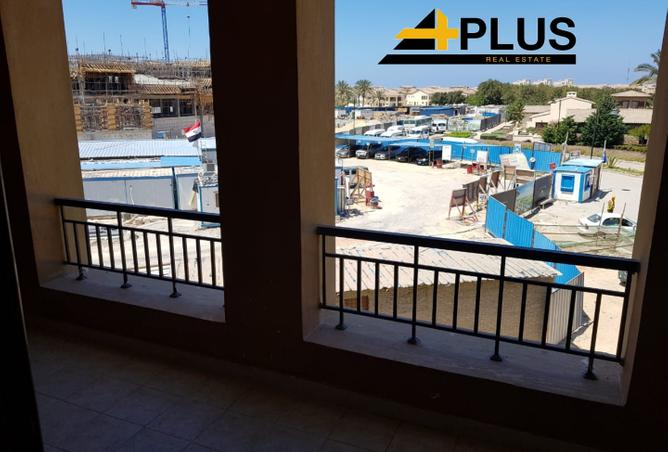 penthouse for sale 203m. direct to golf-Marassi