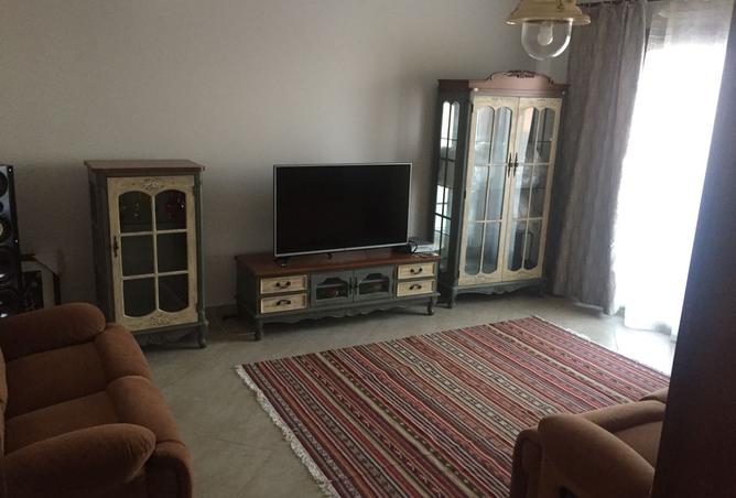 Town House with private jacuzi for rent in Marassi