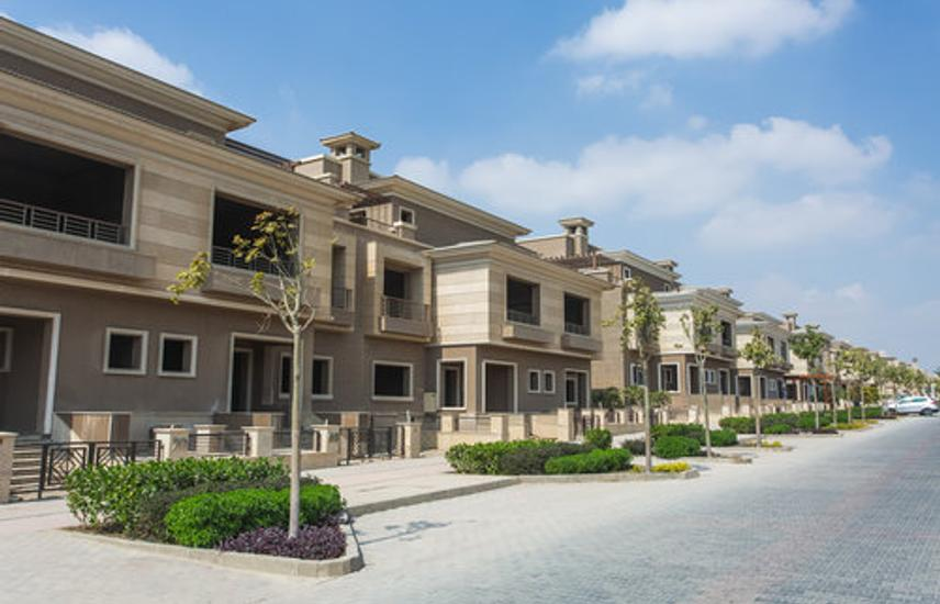 Deluxe town house for sale n New Giza compound 486