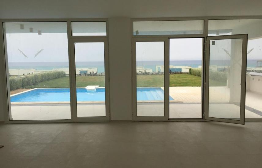 Opportunity 3rd row villa with pool seaview