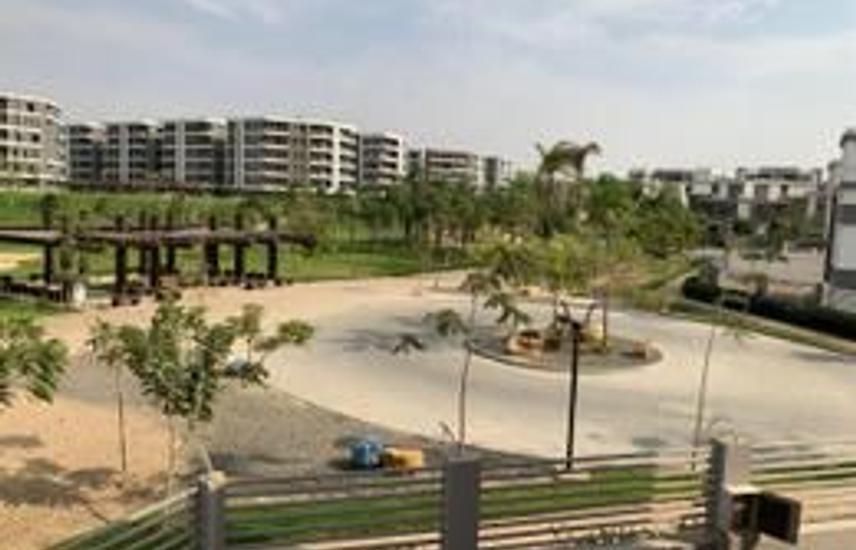 ستاند ألون كورنر بالعدادات على أكبر حديقة - جاهزه