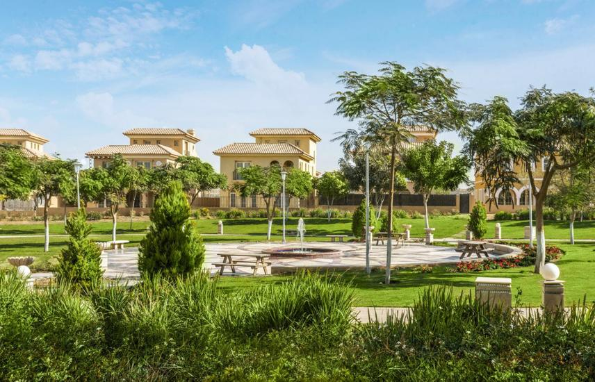 Twin house in Hyde Park Delivered installments280m