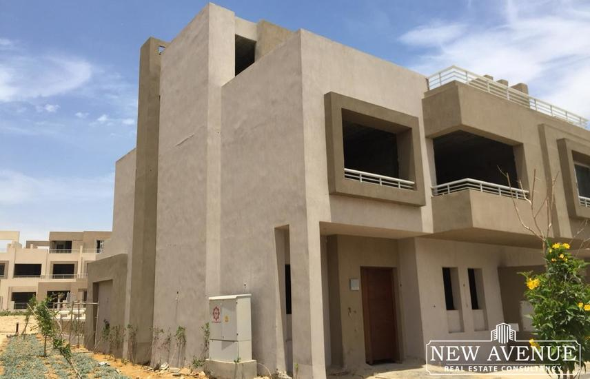 Town house in Palm hills golf extension
