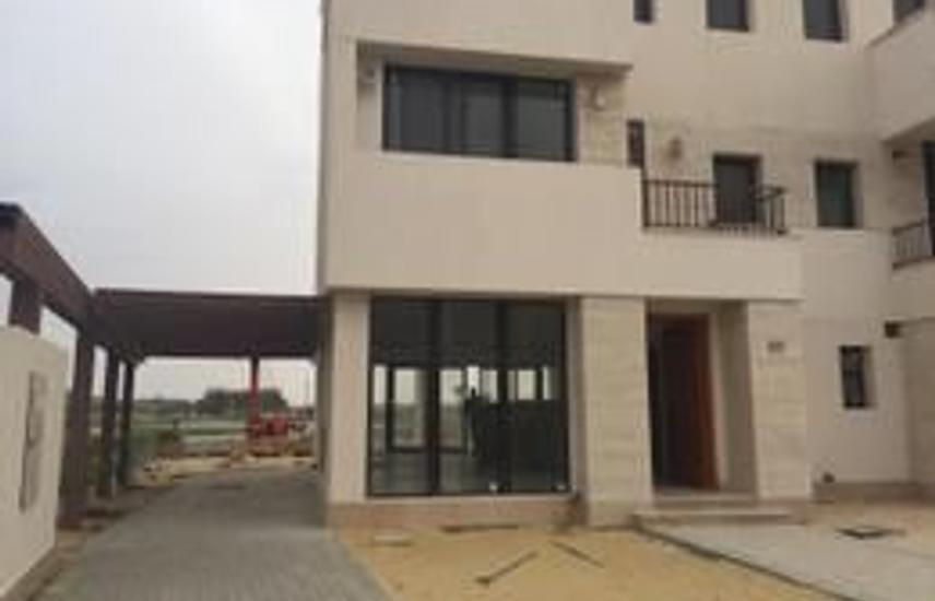Villa for sale in first row marinas on the lagoon