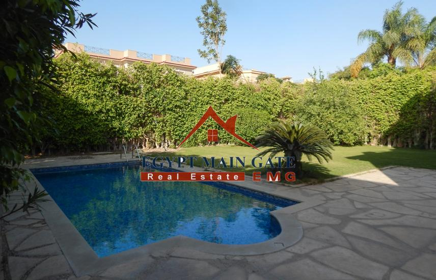 Villa for Sale with nice garden and a lovely pool.